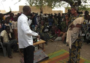 Hilsaktion prevention 373 Aufklarung auf dem Markt Niger